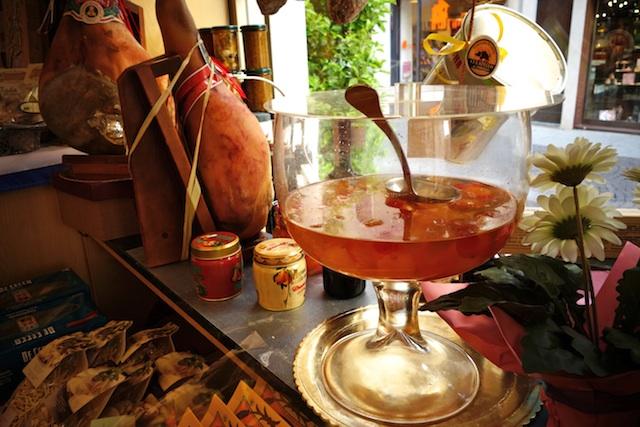 Punch bowl of mostarda